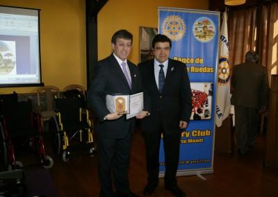 Past Presidente entrega Reconocimiento a Sr. Alcalde